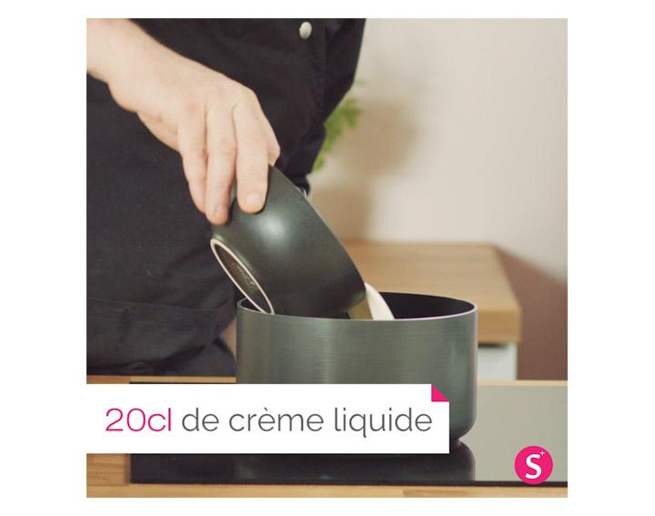 Faire chauffer à feu doux la crème liquide et le basilic