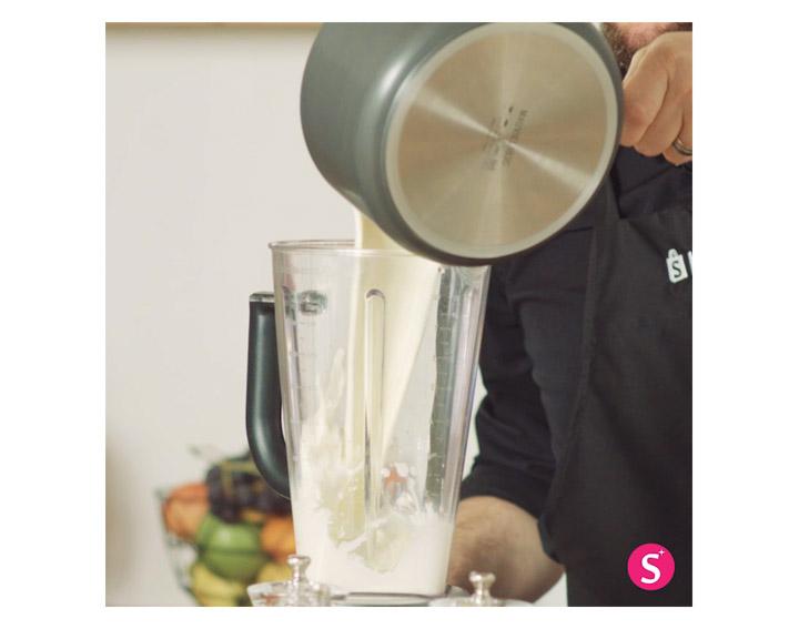 Assaisonner puis mixer le mélange