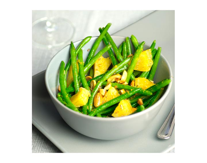 Haricots verts, ananas cuisinés, et curry.